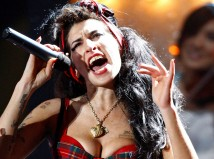 British singer Amy Winehouse performs at the Brit Awards at Earls Court in London February 20, 2008.     REUTERS/Alessia Pierdomenico  (BRITAIN)