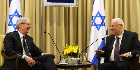 Apple CEO in Israel